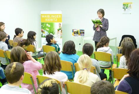 Christine Spindler mit Schülern der Comenius- und der Christian-Morgenstern-Schule