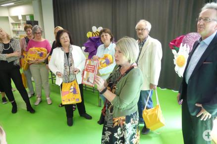 """Übergabe der """"Waibinger Stadtgeschichte für Kinder"""""""