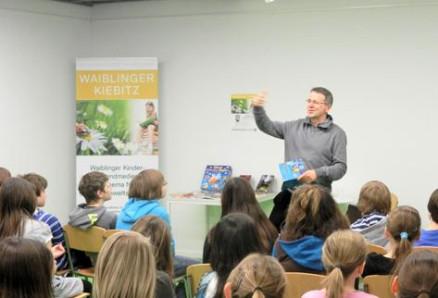 Jürgen Banscherus mit Schülern des Salier-Gymnasiums